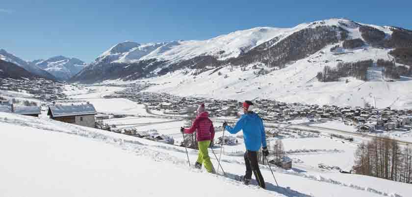 italy_livigno_snow-show-walking.jpg